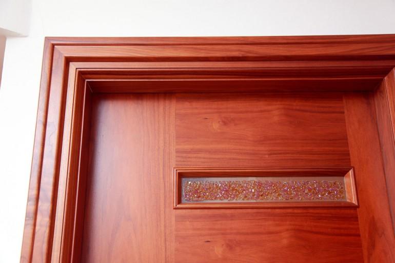 Πόρτα  από καρυδιά Αμερικής