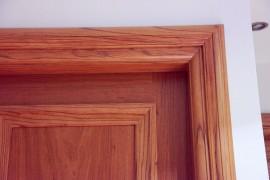 Πόρτα ταμπλαδωτή μασίφ – Πόκουλι